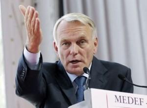 391081_le-premier-ministre-jean-marc-ayrault-fait-un-dicours-pour-l-ouverture-de-l-universite-d-ete-du-medef-le-29-aout-2012-300x221